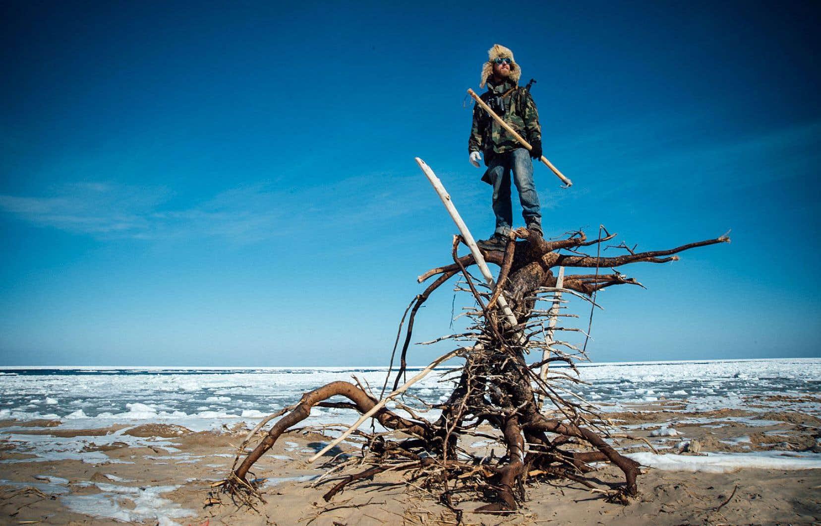 Le documentaire permet de découvrir les paysages hivernaux magnifiques des îles de la Madeleine, mais aussi un art de vivre propre à cette communauté insulaire qui s'accroche à son amour du territoire, au-delà de la cohue touristique estivale.