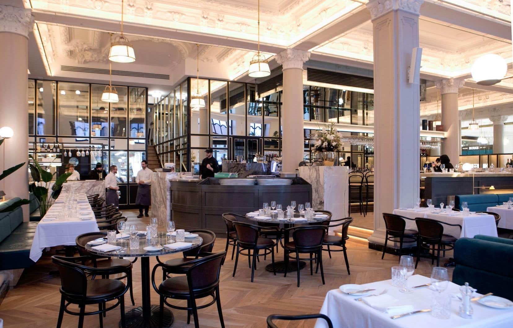 Chez Henri Brasserie française, l'accueil est impeccable, le décor est splendide, et la cuisine l'est tout autant.
