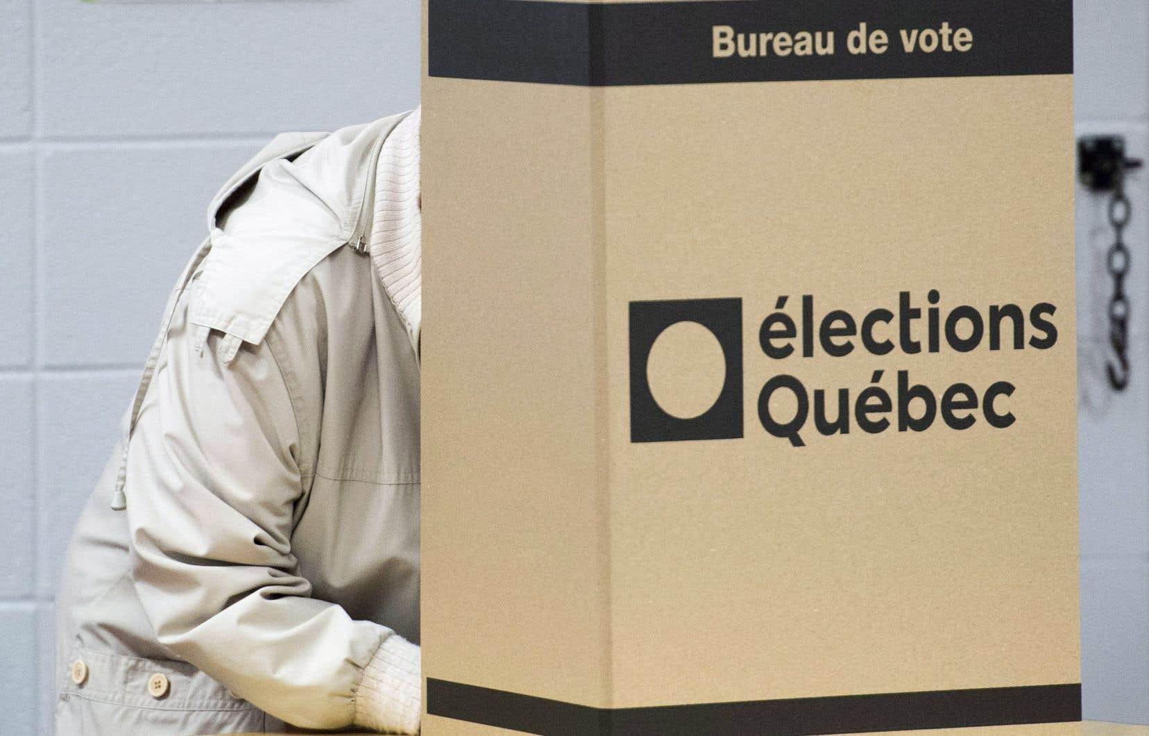 «S'il n'existe pas de consensus institutionnel dans cette affaire faute d'appui de l'opposition officielle, affirment les auteurs, reste évidemment l'option de faire valider le tout par les citoyens québécois dans le cadre d'un référendum.»
