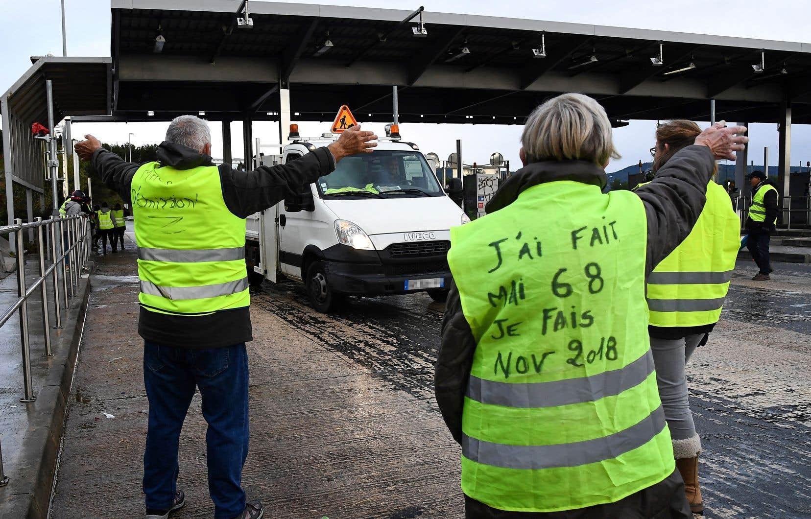 Des gilets jaunes manifestaient dans le sud de la France, près de La Ciotat, vendredi.