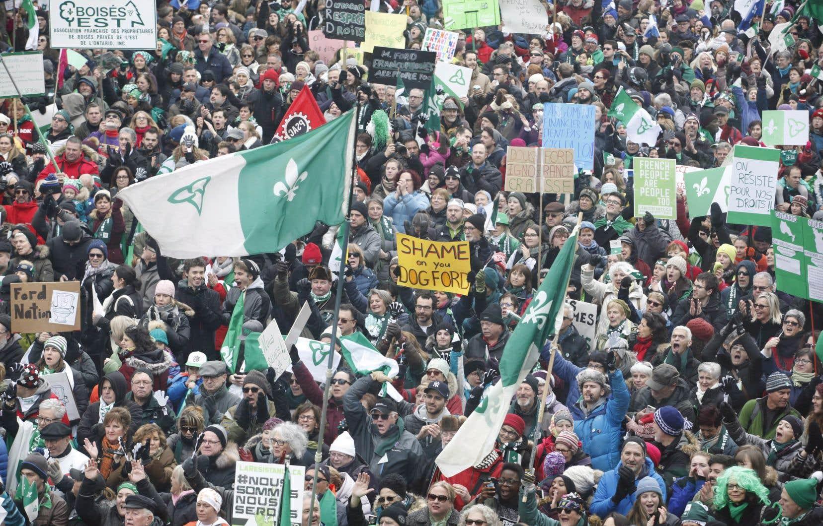 L'épicentre du mouvement était situé à Ottawa, où quelque 5000 personnes ont convergé au monument canadien pour les droits de la personne.