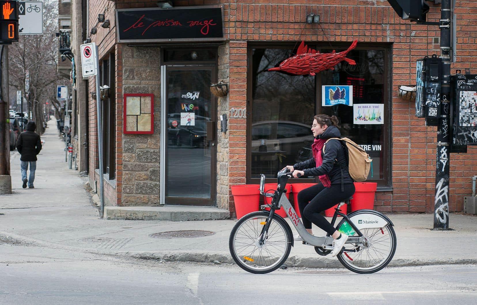 On trouve de tout sur les pistes et les bandes cyclables de la métropole, des travailleurs en transit aux cyclistes sportifs, en passant par les familles avec de jeunes enfants et les touristes. On trouve aussi plusieurs types de vélos qui, selon le modèle — et la personne qui l'enfourche —, ne permettent pas tous d'aller à la même vitesse.