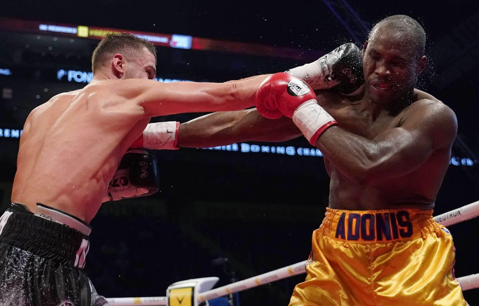 Adonis Stevenson est tombé au onzième round sous les coups répétés à la tête assenés par son adversaire Oleksandr Gvozdyk, dans un combat présenté samedi soir au Centre Vidéotron à Québec.