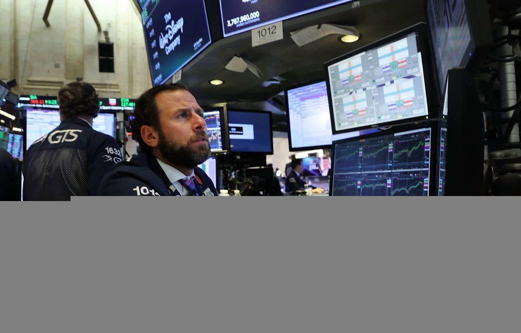 Selon des résultats provisoires à la clôture, l'indice vedette de Wall Street, le Dow Jones Industrial Average, a perdu 3,08%, à 25.031,41 points.