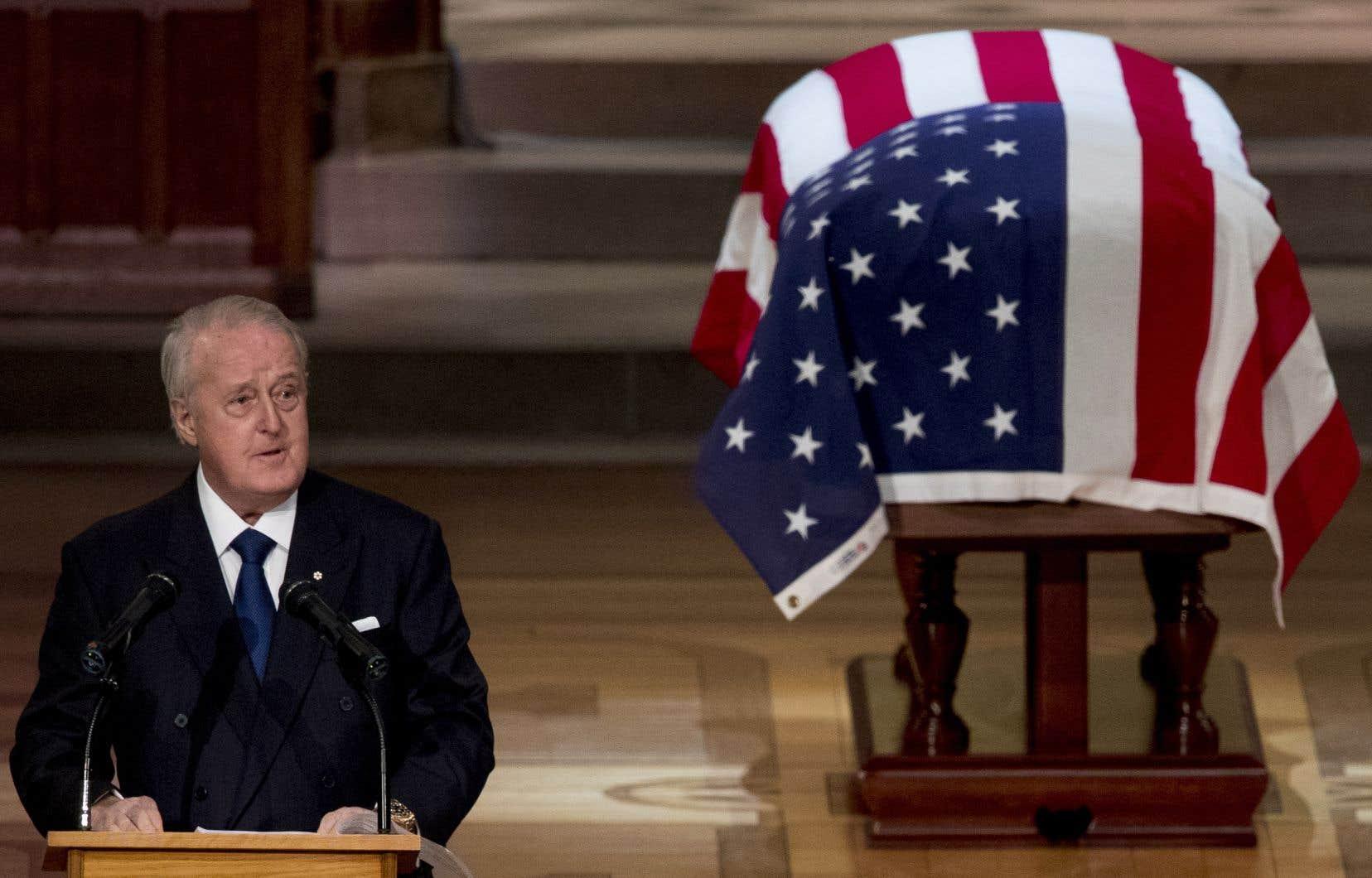 Selon Brian Mulroney, George Bush restera le président le plus courageux, le plus honorable et le plus respectueux des principes que les États-Unis aient connu.