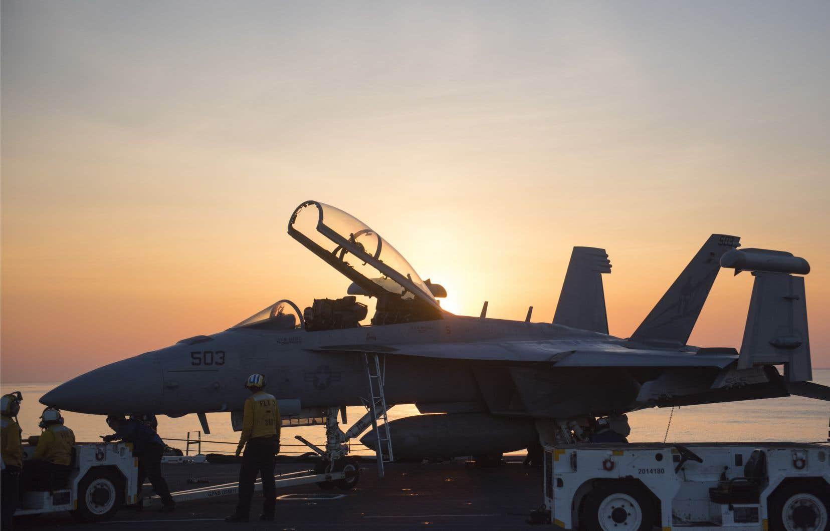 Les avions impliqués sont un chasseur F/A-18, avec deux membres à bord, et un avion de ravitaillement KC-130 avec cinq occupants.