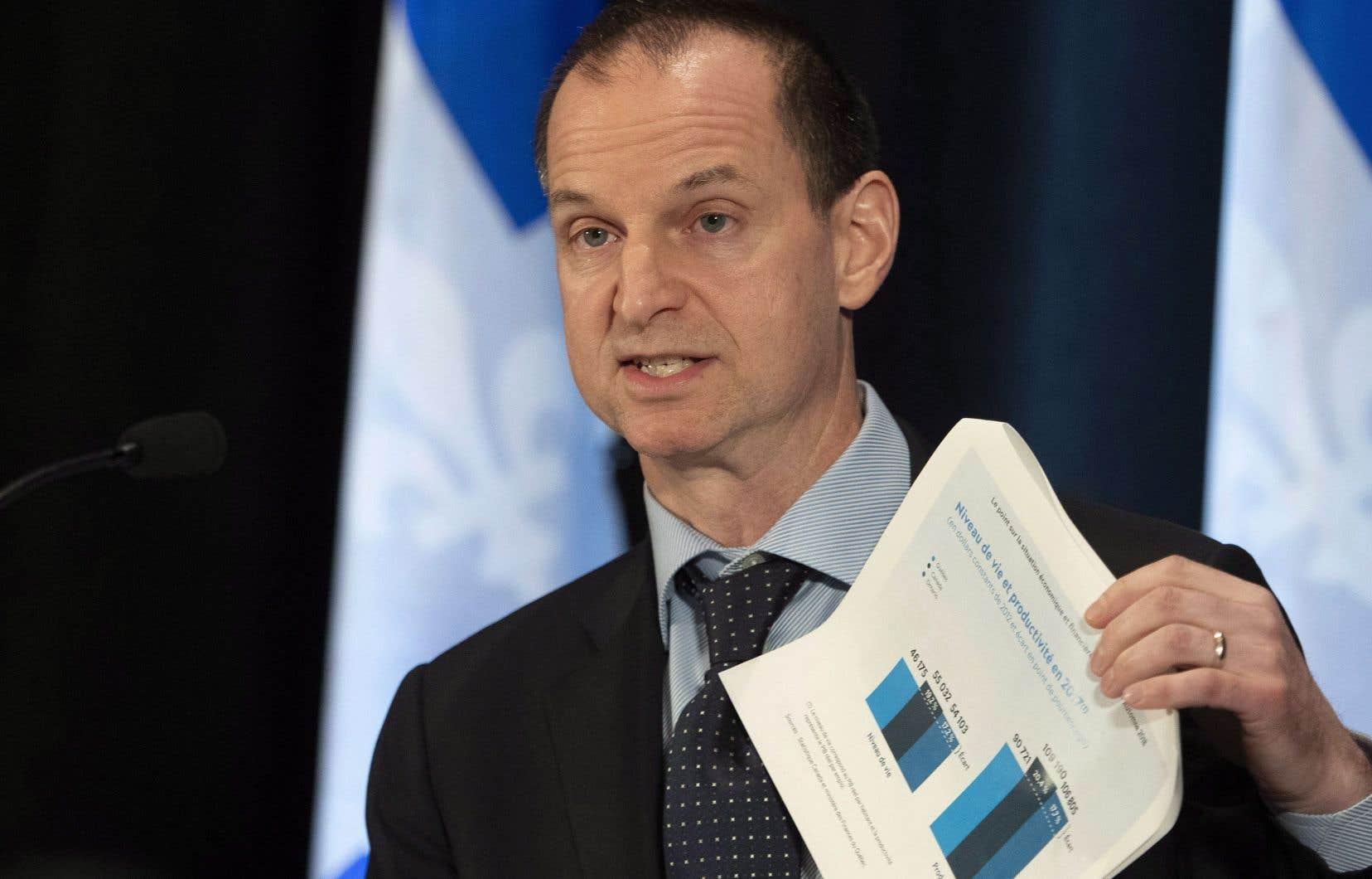Le ministre des Finances, Eric Girard, a dit souhaiter que les économies faites par les propriétaires soient reflétées dans le prix des loyers.