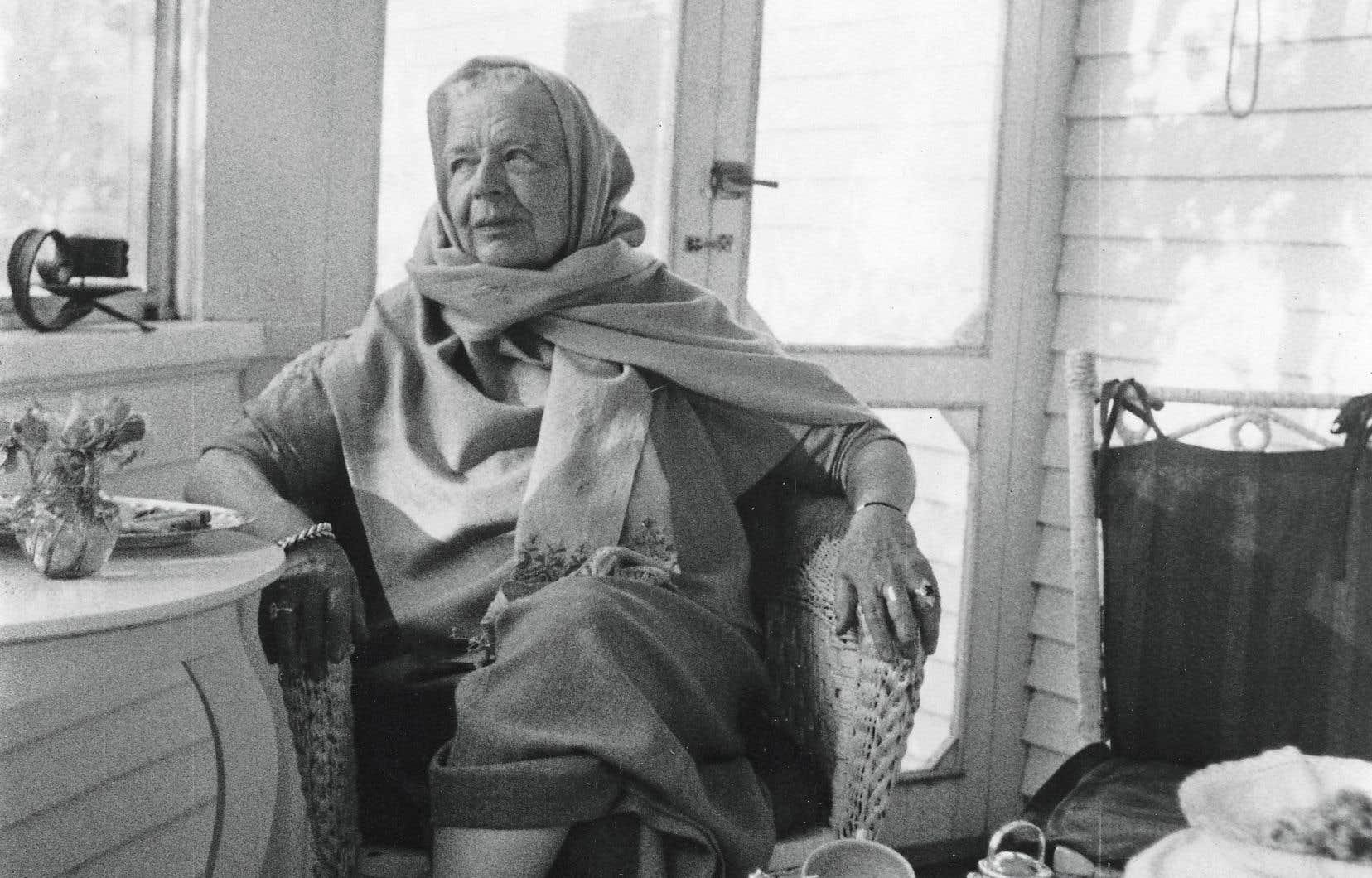 Au fil des pages et des photos du livre d'Achmy Halley, on découvre une femme proche de la vie, foncièrement marginale et écologiste avant l'heure.