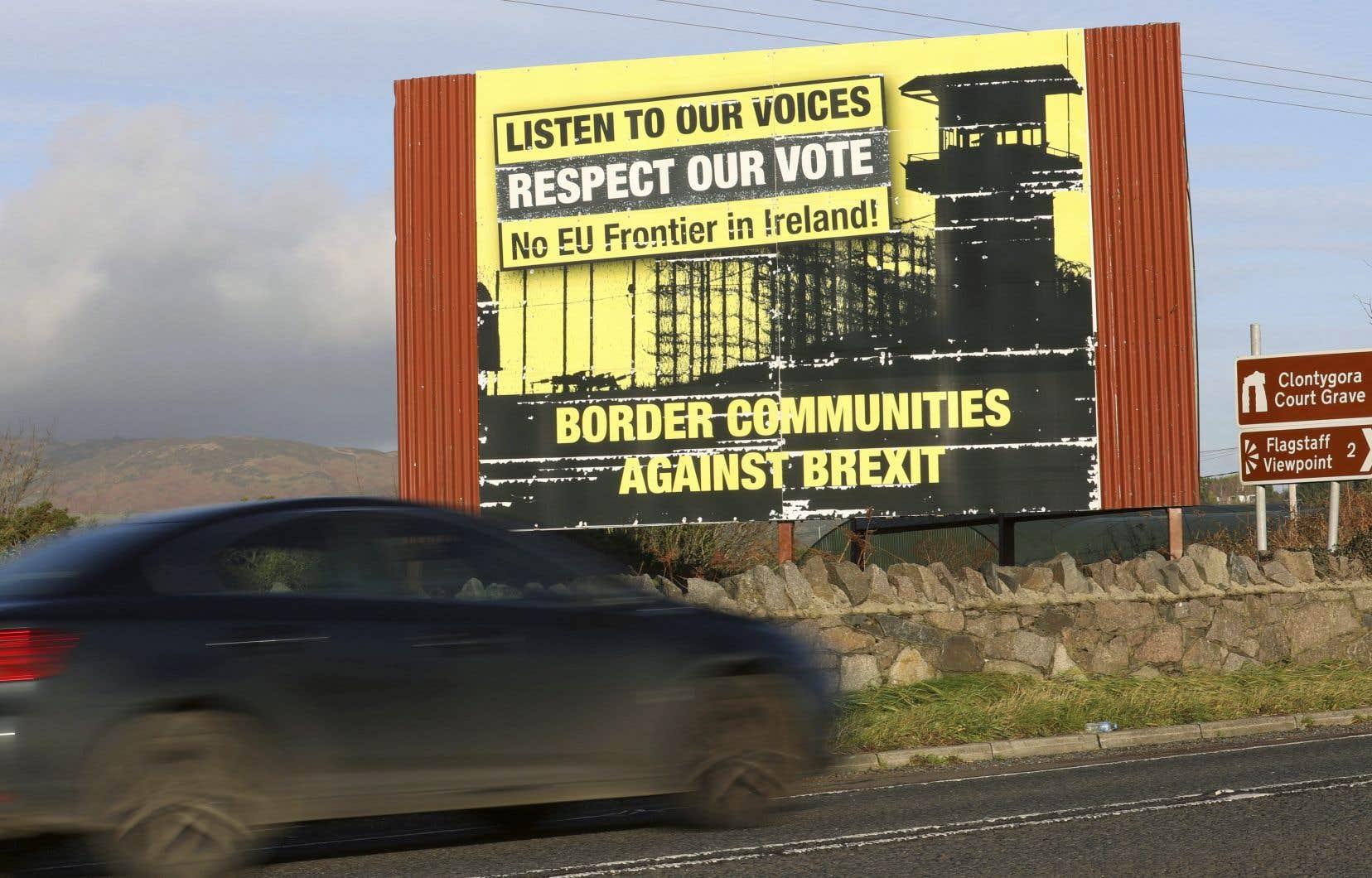 Les députés britanniques pourraient avoir le dernier mot sur l'éventuelle activation d'une disposition évitant le rétablissement de contrôles frontaliers sur l'île d'Irlande après le Brexit.