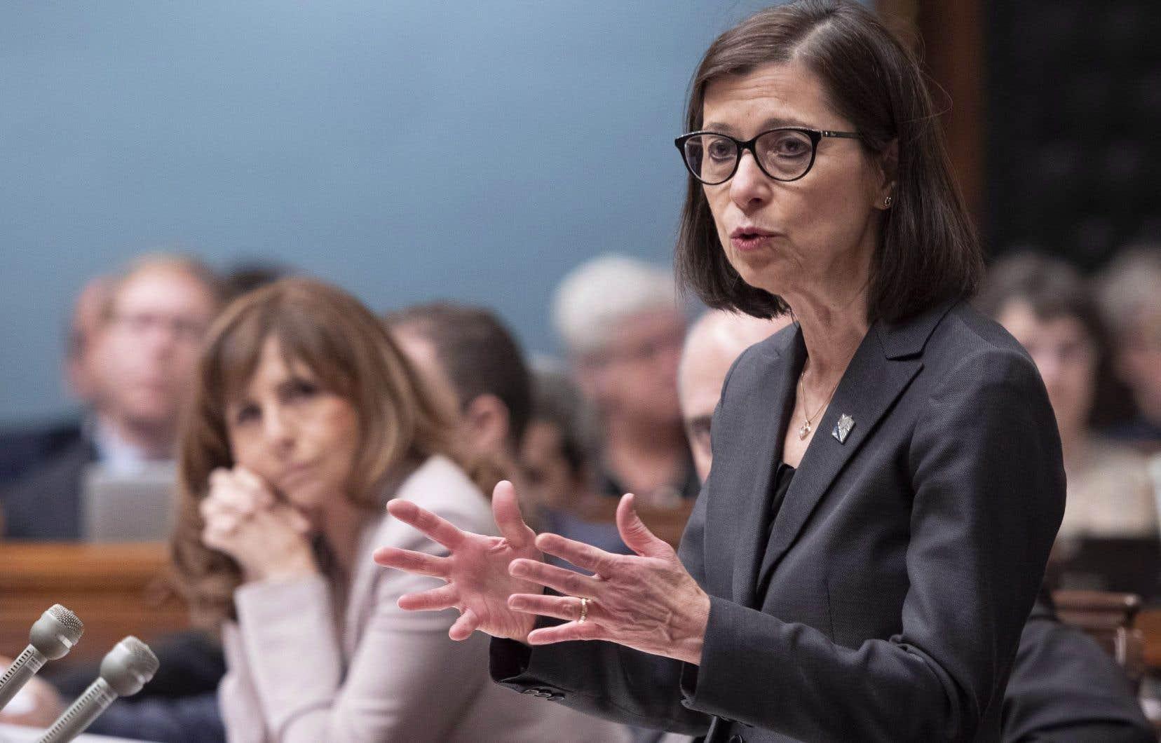La ministre de la Santé et des Services sociaux, Danielle McCann, a annoncé que le gouvernement bonifiera les soins à domicile. Selon l'auteure, les élus devraient plutôt s'attaquer aux déplorables conditions de travail du personnel qui dispense ces services.