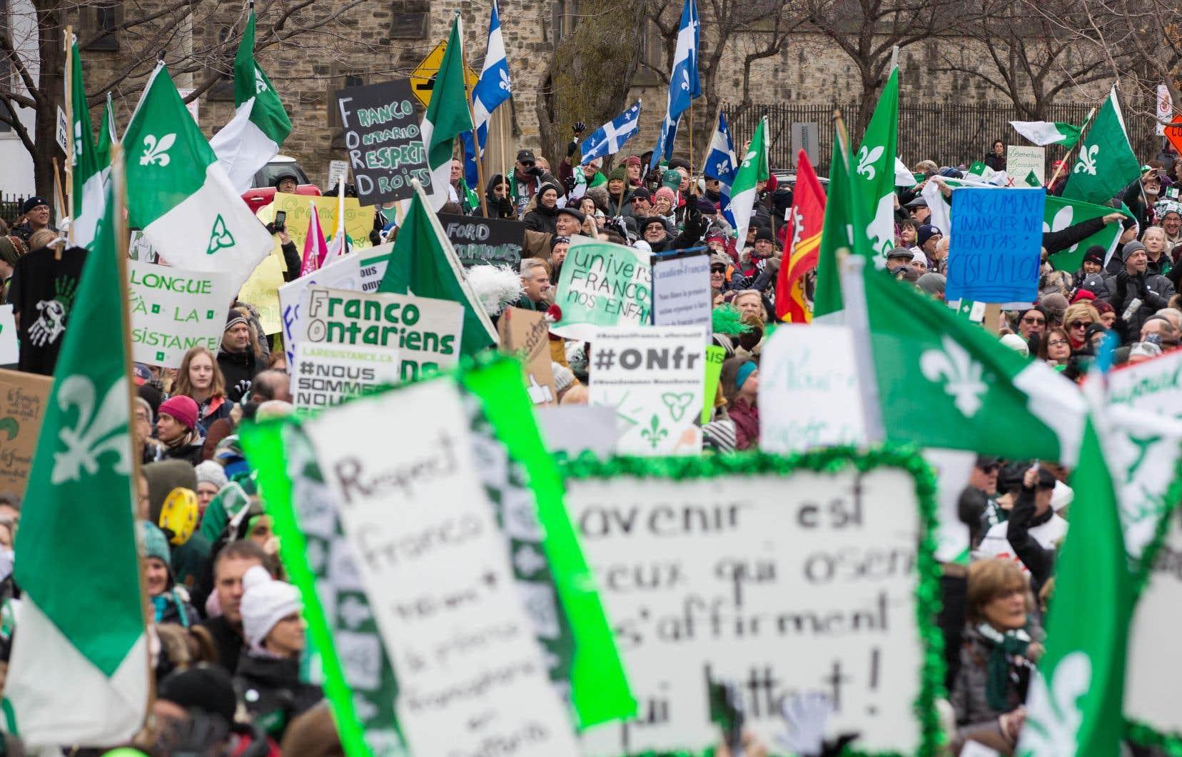 Samedi, des milliers de francophones se sont levés debout pour dénoncer haut et fort, entre autres, les coupes de Doug Ford dans les services aux francophones, rappelle l'auteur.