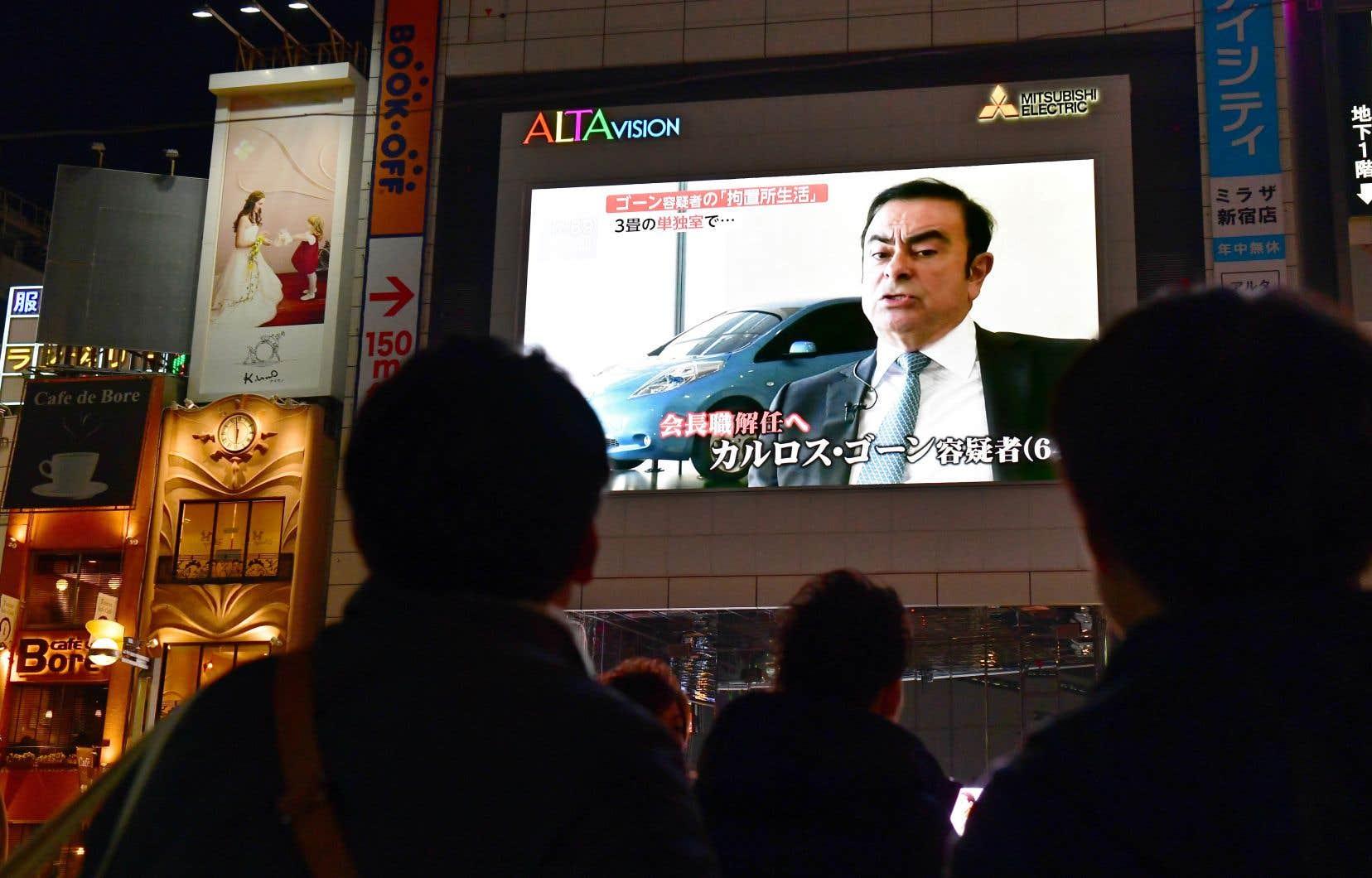 Carlos Ghosn est soupçonné d'avoir omisde déclarer aux autorités boursières environ 5milliards de yens (environ 58millions de dollars canadiens) de revenus sur cinq années.
