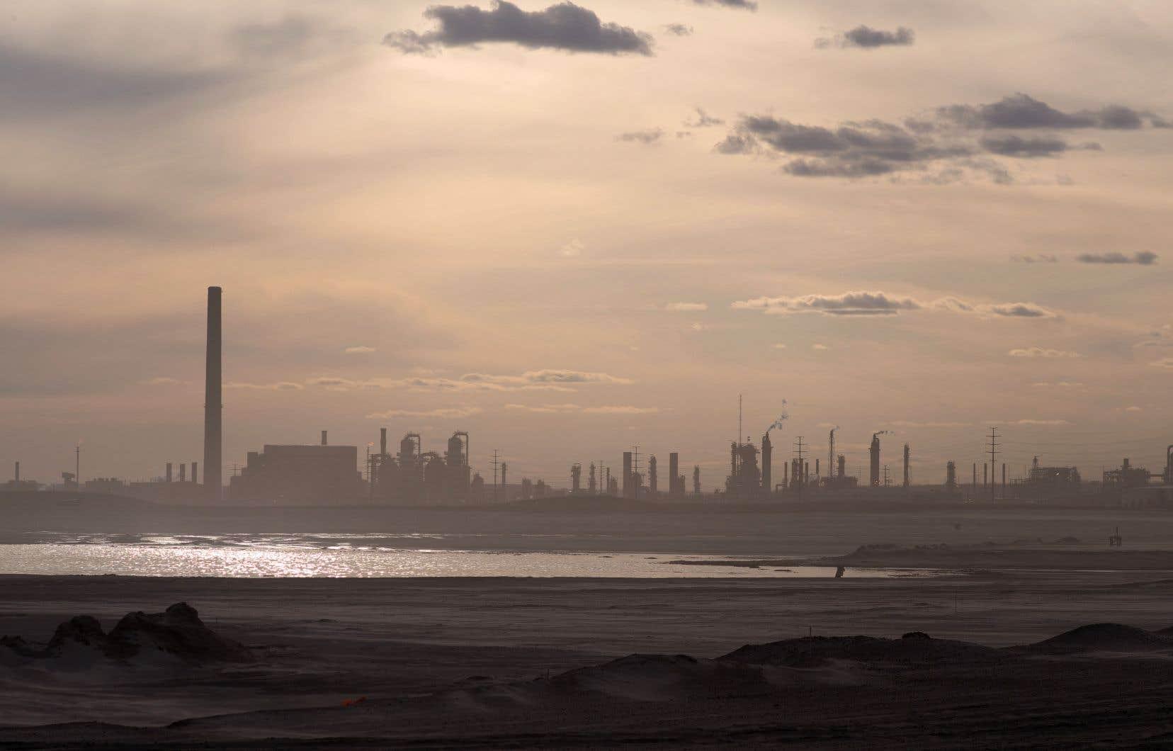 Les attaques les plus virulentes contre la taxe carbone fédérale proviennent d'élus de provinces productrices de pétrole, dont l'Alberta, la Saskatchewan et le Manitoba.