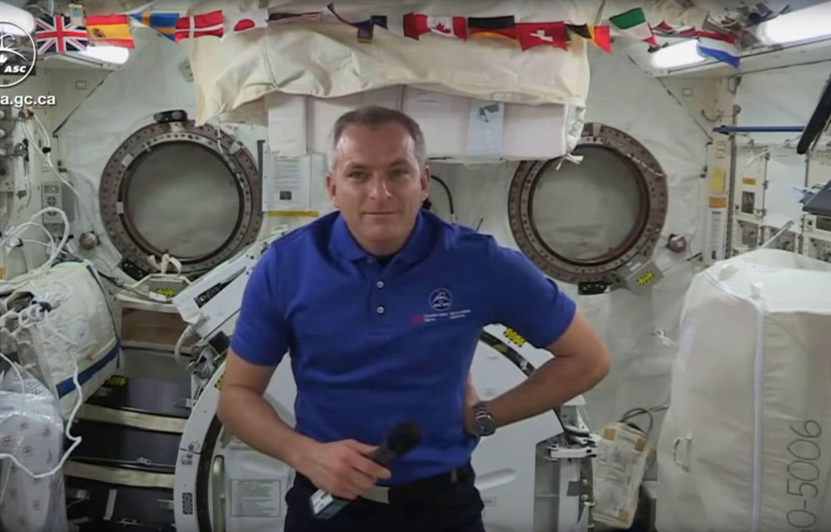 L'astronaute originaire de Saint-Lambert a répondu lundi aux questions des journalistes réunis à l'Agence spatiale canadienne, à Longueuil.
