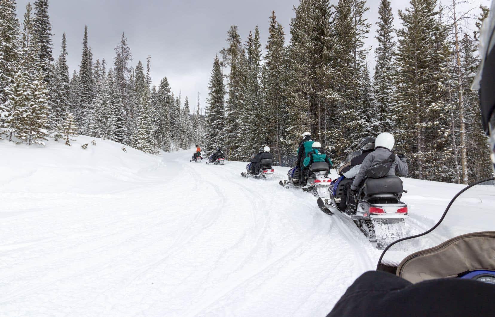 Le gouvernement Legault rouvre le parc national du Mont-Tremblant aux motoneiges.