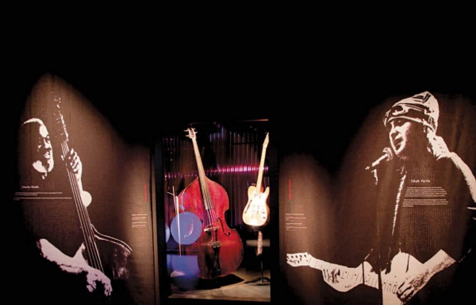 Contrebasse et archet de Charles Biddle (1926-2003). Bois, métal, laiton, fibre synthétique, plastique. Deuxième moitié du XIXe siècle, Musée de la civilisation. Don de Constance Marchand Biddle, 2006. Guitare électrique d'André Fortin, Dédé (1962-2000). Bois, métal, plastique Fender Telecaster, Thinline-72, réédition vers 1994, Japon. Prêt de la Succession André Fortin.