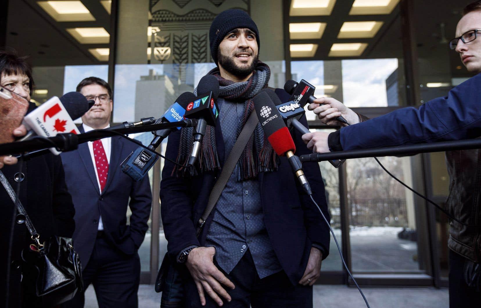 Omar Khadr fait appel de sa condamnation pour meurtre aux États-Unis, et il a obtenu une libération sous caution en attendant la suite des procédures.