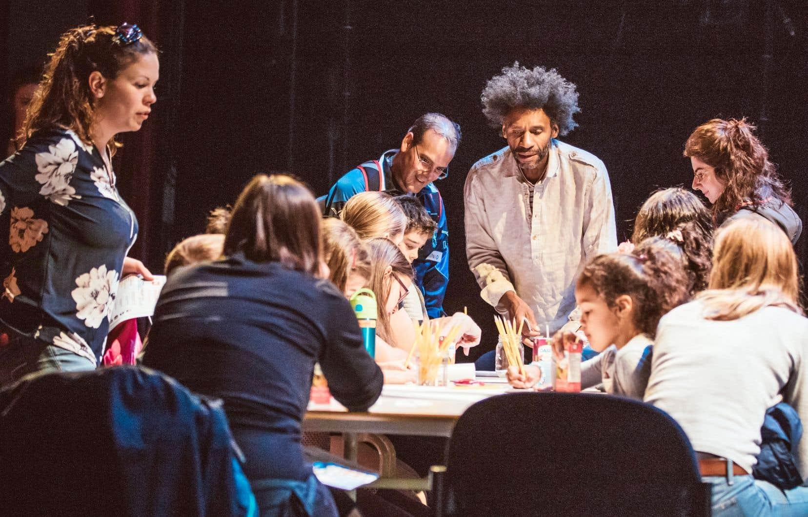 Des élèves participaient à la journée Les mots parleurs, une activité spéciale axée sur l'écriture et tenue en septembre dernier à la Maison Théâtre de Montréal.