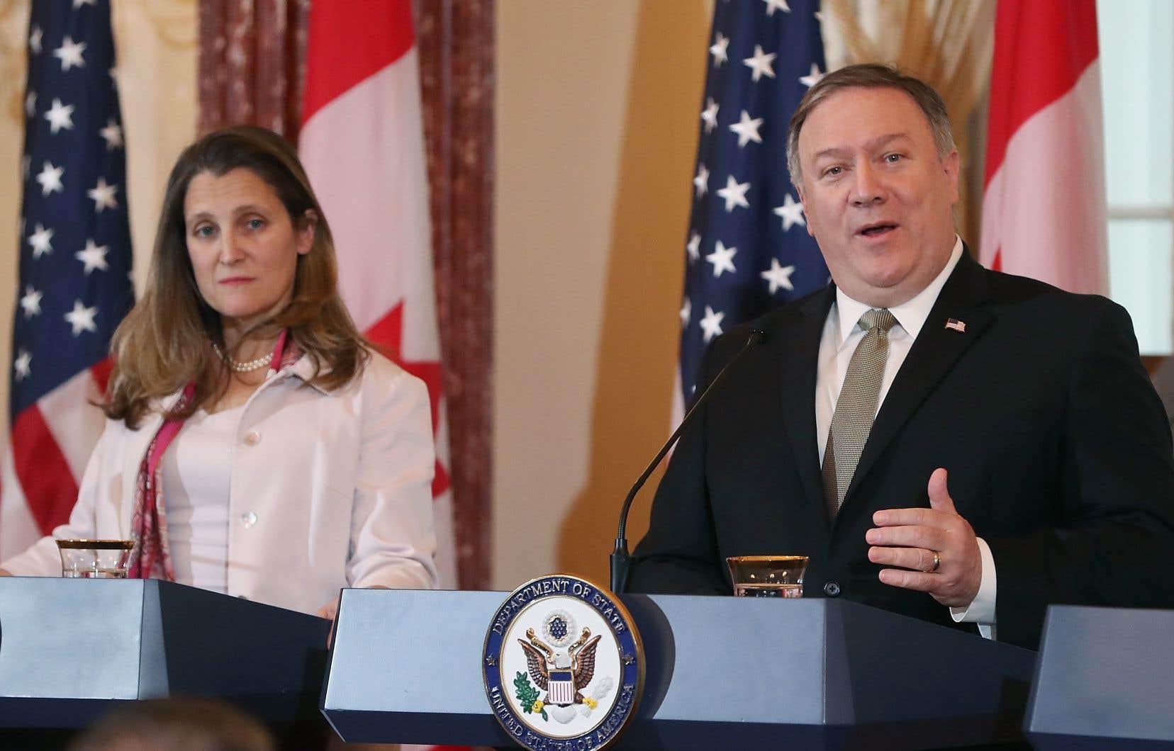 «La détention de ces deux citoyens canadiens en Chine doit prendre fin», a déclaré le secrétaire d'État américain, Mike Pompeo, aux côtés de la ministre canadienne des Affaires étrangères, Chrystia Freeland.