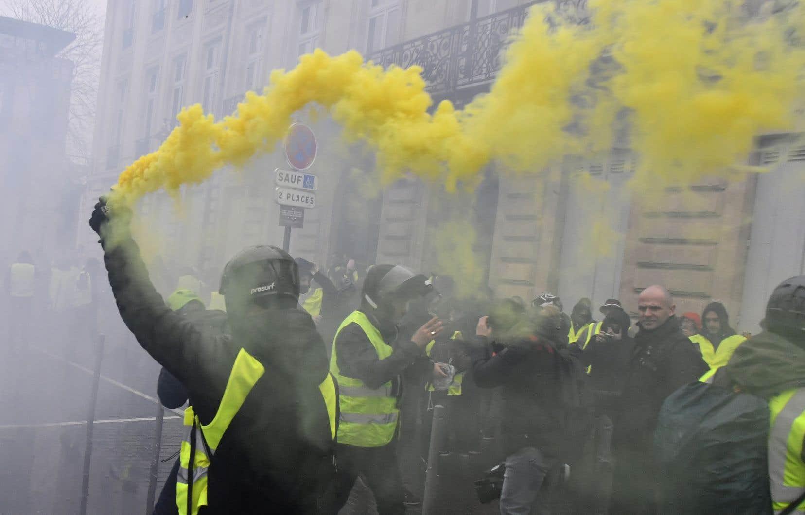 À Bordeaux, des heurts ont opposé samedi après-midi les forces policières à des manifestants dans le centre-ville.