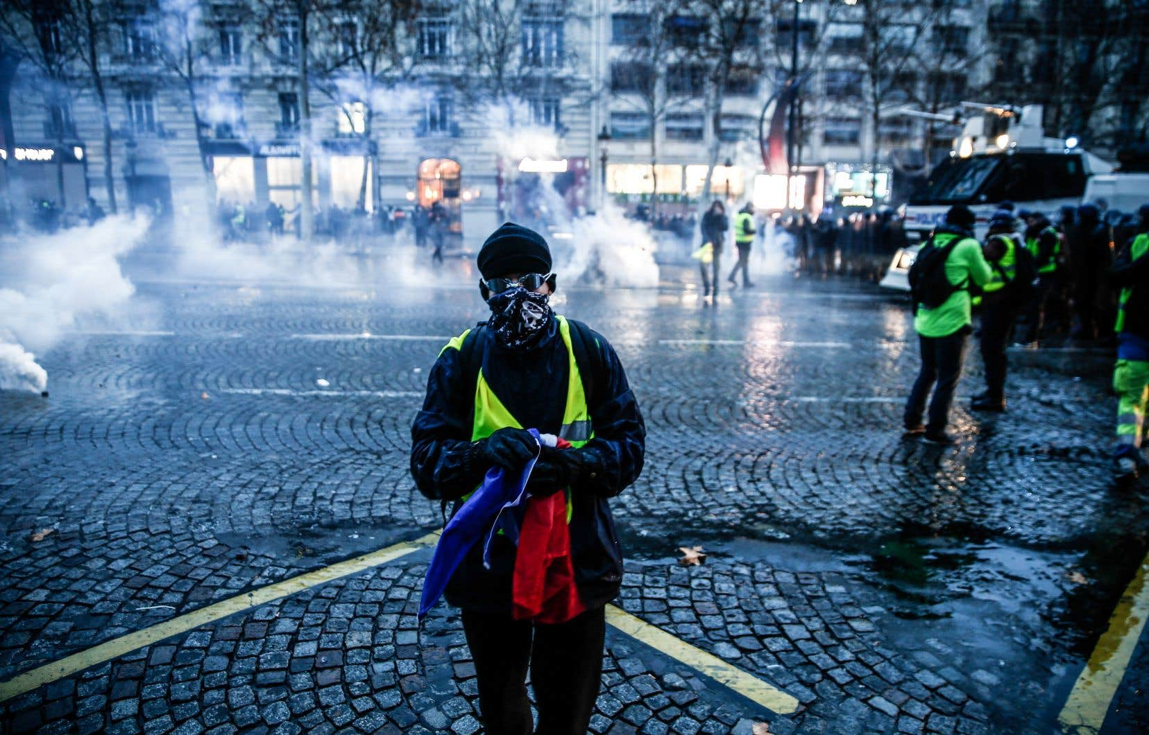 Depuis le 17novembre, les «gilets jaunes» bloquent ronds-points et axes routiers à travers la France.
