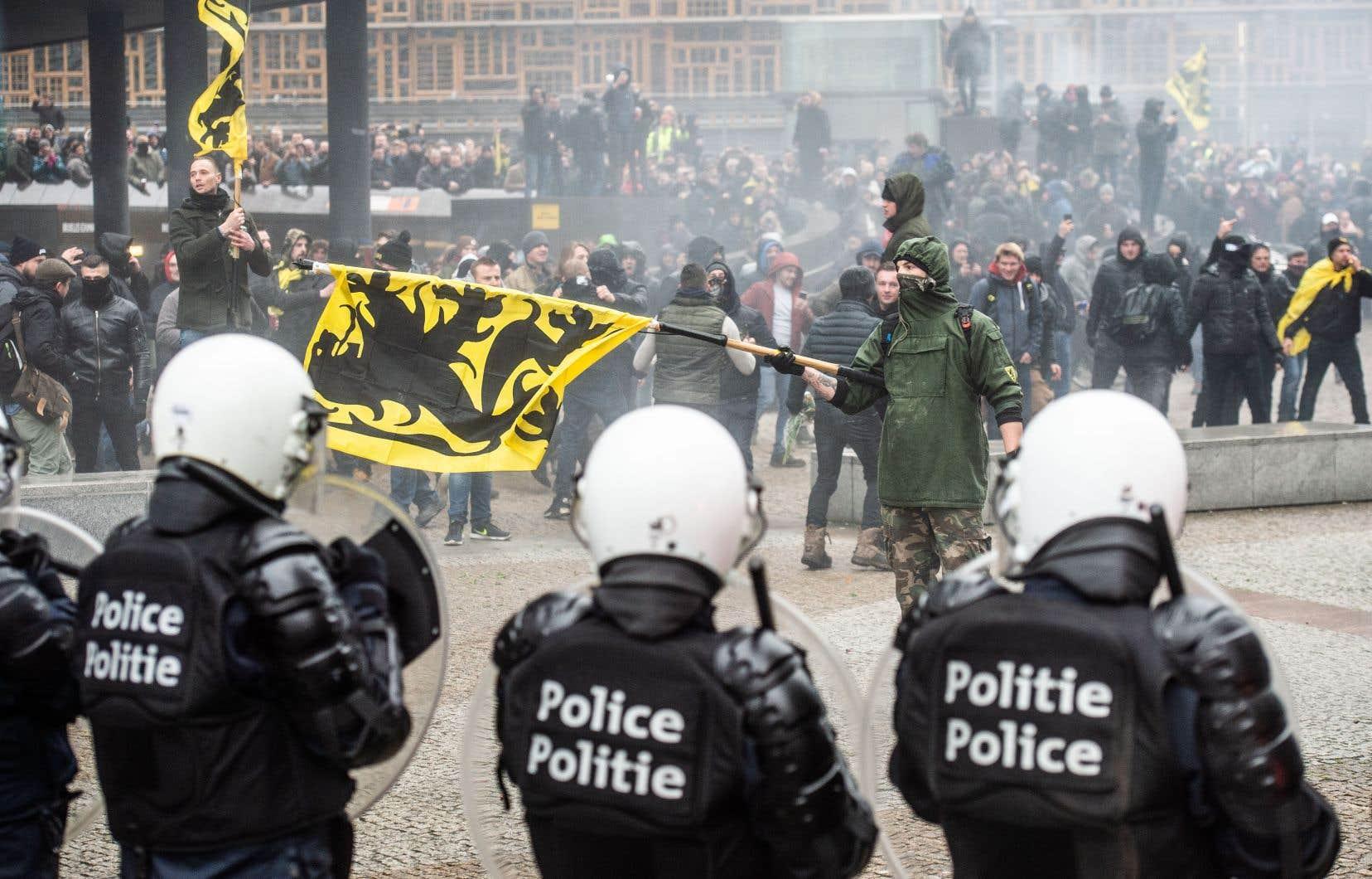 La manifestation était notamment soutenue par les jeunes du Vlaams Belang (extrême droite) et une dizaine d'autres organisations de la mouvance identitaire, principalement flamande.