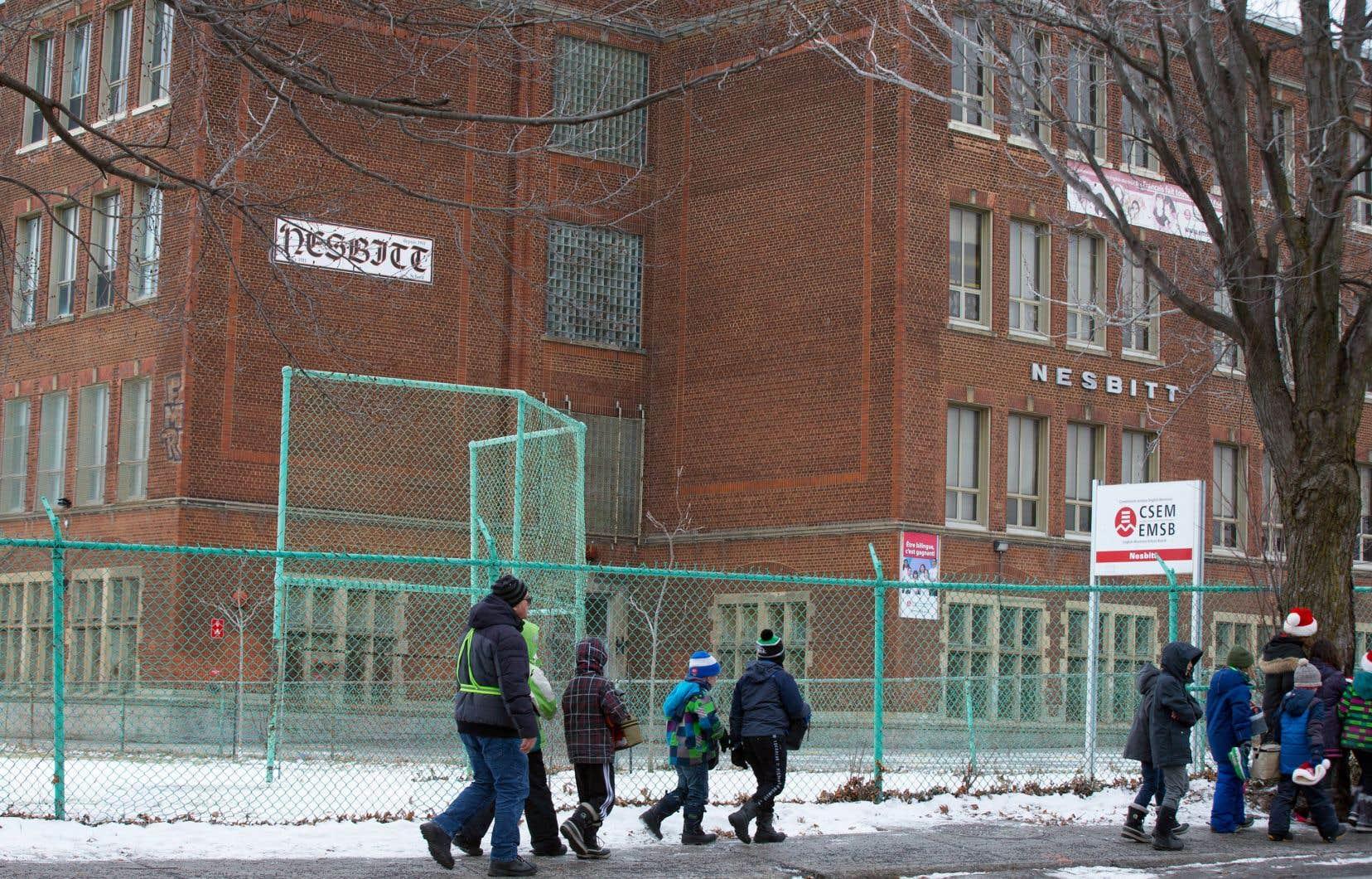 L'école anglophone Nesbitt est remplie à 42% de sa capacité. Les écoles francophones des alentours débordent. Mais selon nos sources, il semble peu probable que l'école accueille des élèves (francophones) supplémentaires à cause du mauvais état du bâtiment.
