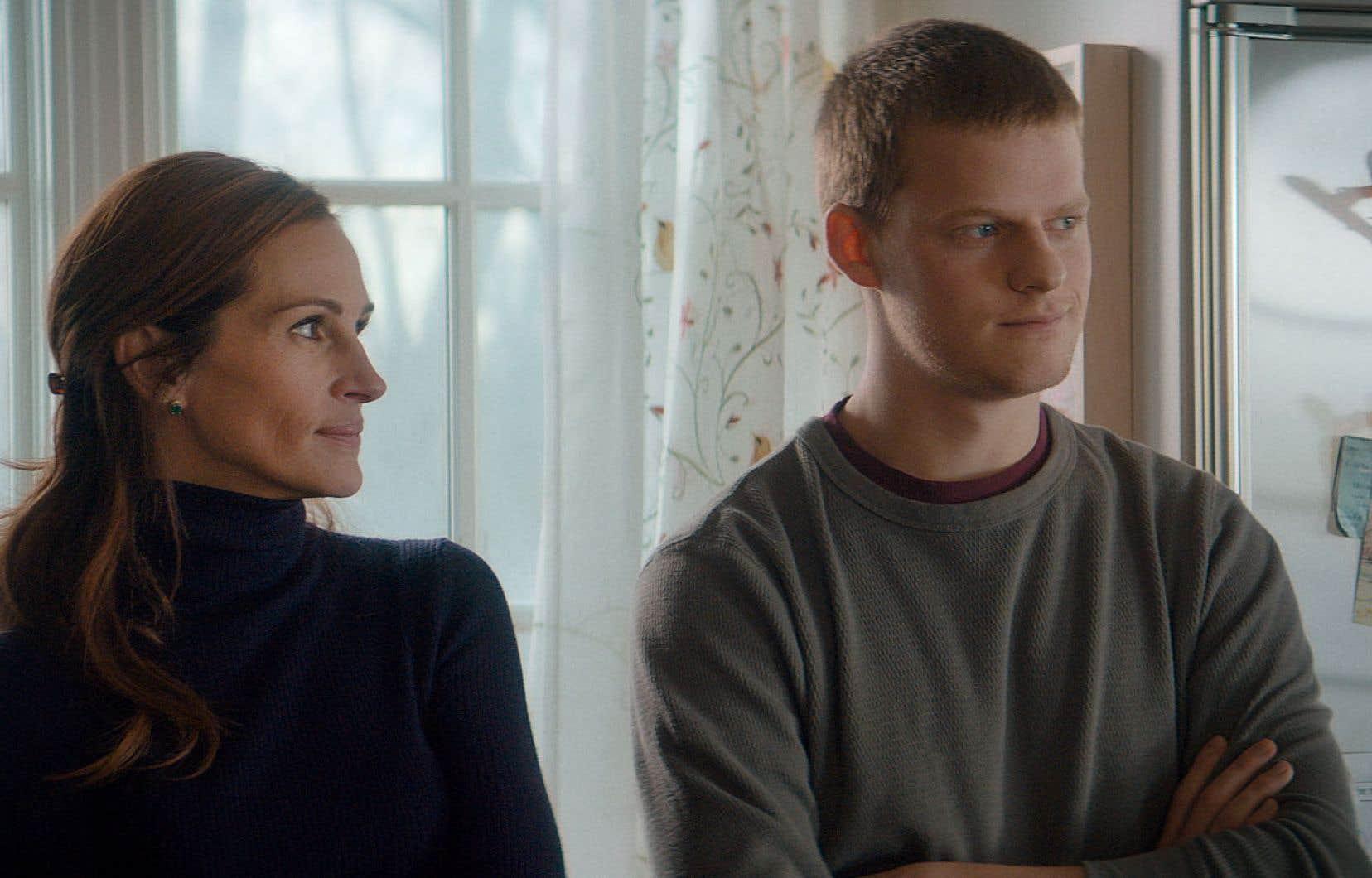 Ben (Lucas Hedges) peut compter sur Holly (Julia Roberts) pour l'agripper quand tout chavire, et croire plus sincèrement que les autres en ses chances de réhabilitation.