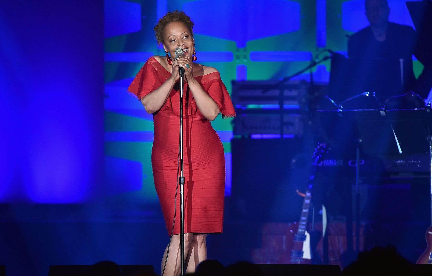 Cassandra Wilson en concert à New York, à l'été 2017. Son «Belly of the Sun» paru en 2002 sur Blue Note, a marqué le début de ce siècle en jazz.