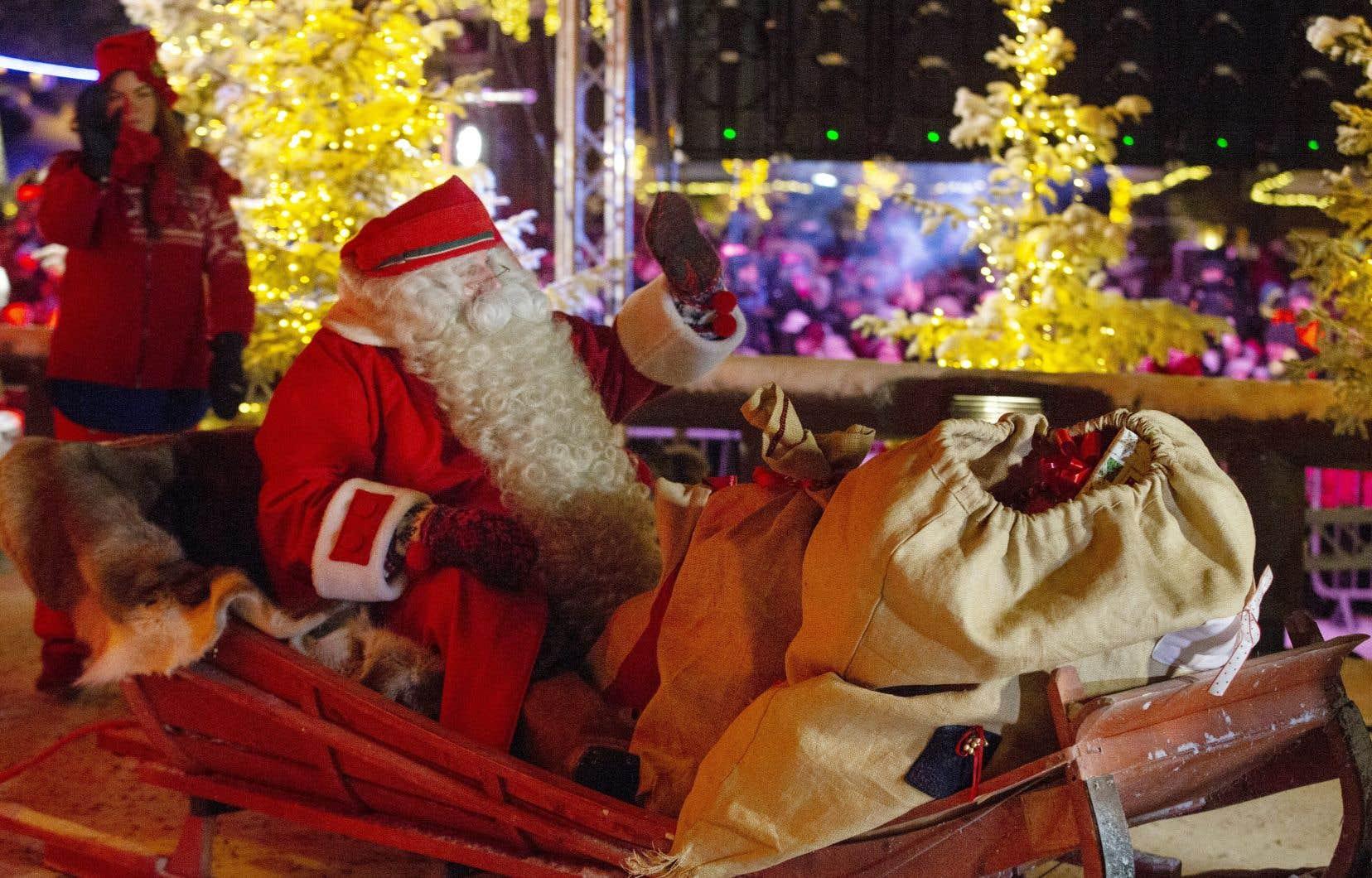 Plus rapide encore que les F-15 de l'US Air Force, le Père Noël avait déjà distribué à 16H00 GMT plus d'un milliard et demi de cadeaux en Océanie et en Asie.