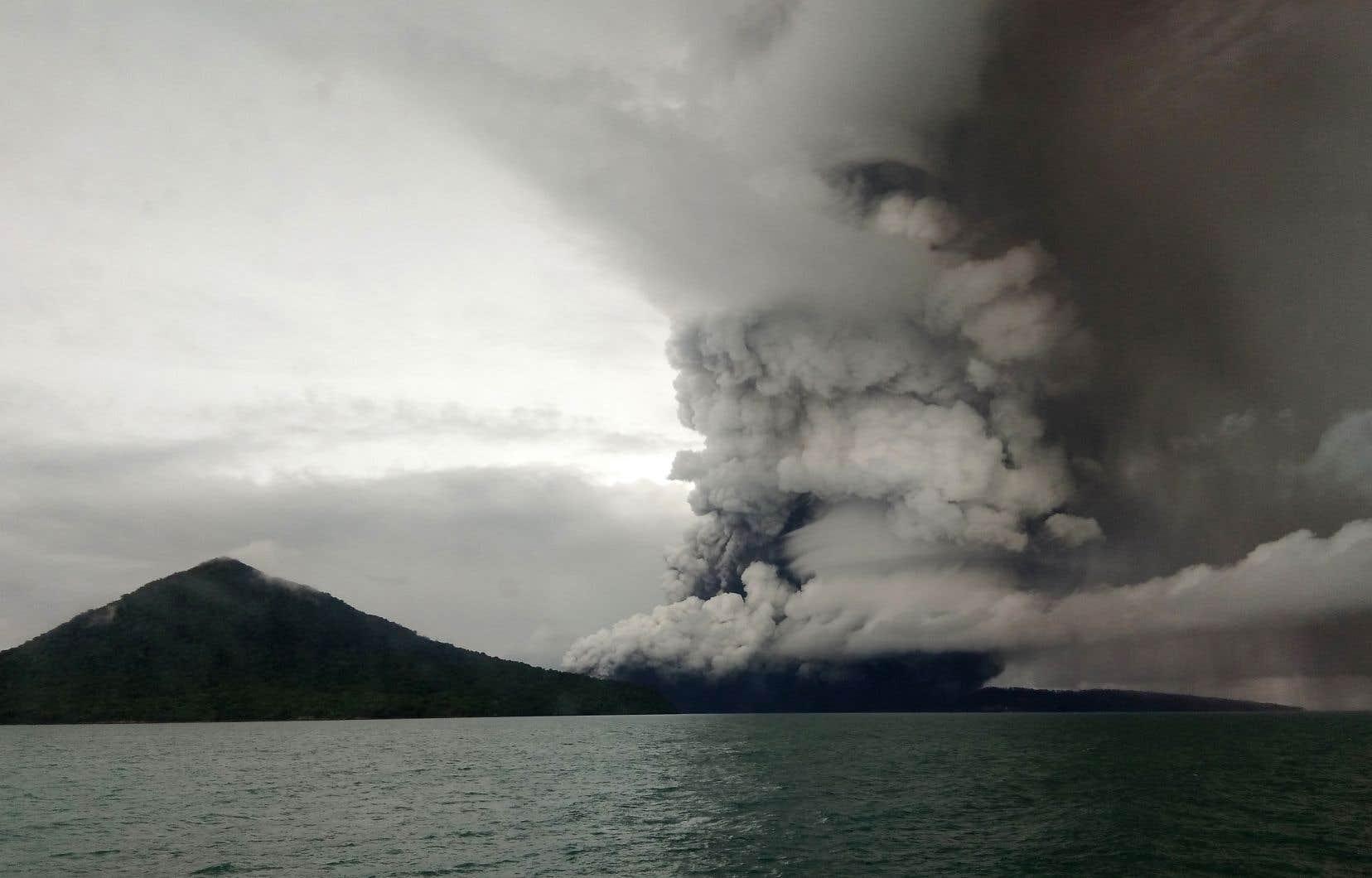 Le rayon de la zone interdite autour de l'Anak Krakatoa, «l'enfant» du légendaire volcan Krakatoa, a été élargi à 5 km.