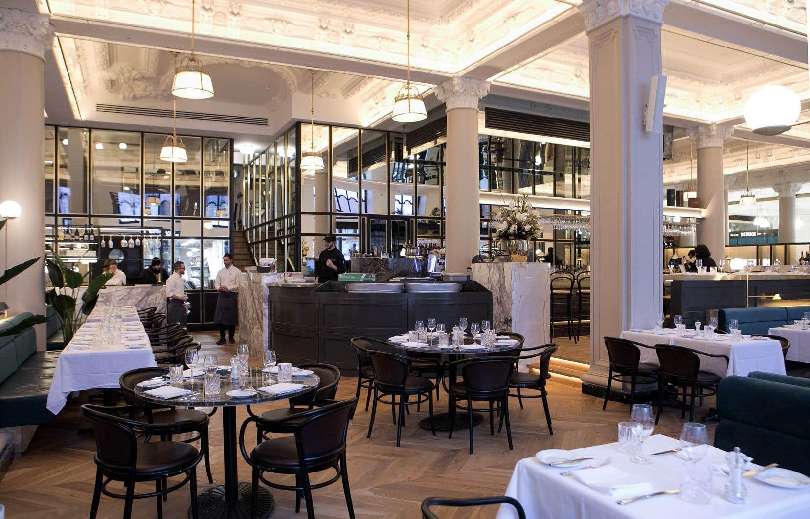 Intérieur de la brasserie française Henri
