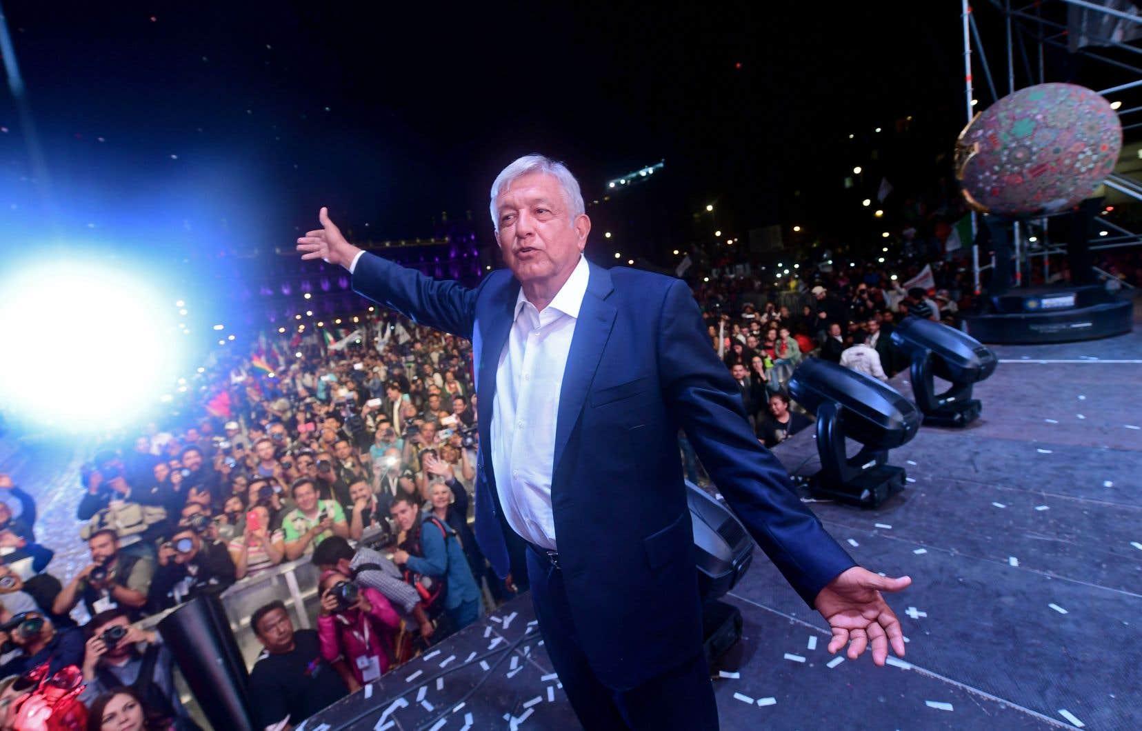 AMLO, comme on le surnomme, est loin d'être un outsider en politique mexicaine. Les Mexicains l'ont connu comme maire de la ville de Mexico de 2000 à 2005, puis comme candidat présidentiel sous l'étendard du Parti de la révolution démocratique en 2006 et en 2012.