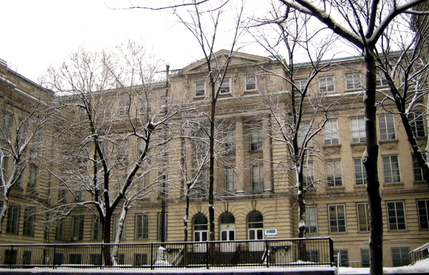 L'édifice patrimonial abritant l'école publique à vocation artistique se détériore à petit feu depuis plusieurs années.