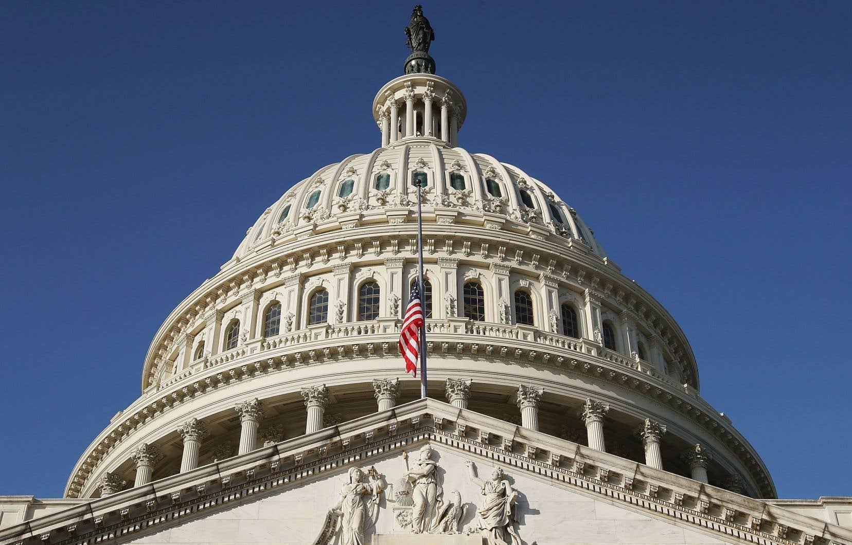 Les démocrates américains s'emparent jeudi de la majorité à la Chambre des représentants avec la promesse de défier le président républicain sur de multiples fronts.