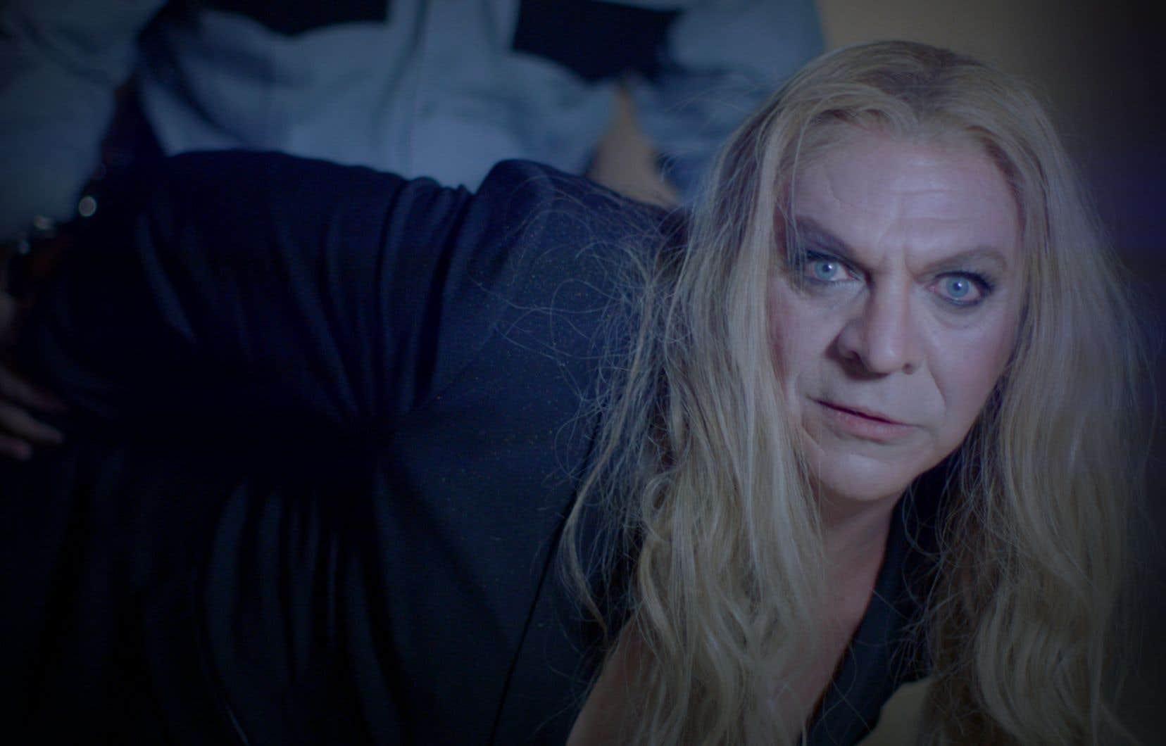 Marc Labrèche dans une parodie de Céline Dion.