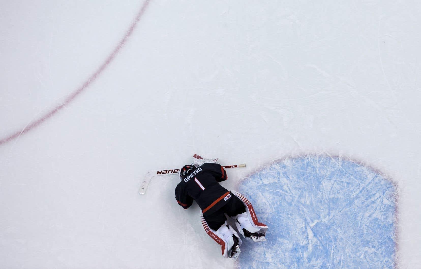 Le gardien de l'équipe canadienne,Michael DiPietro, a été déjoué à 5min 17s de la période de prolongation et la Finlande a éliminé Équipe Canada 2-1 en quarts de finale du tournoi.