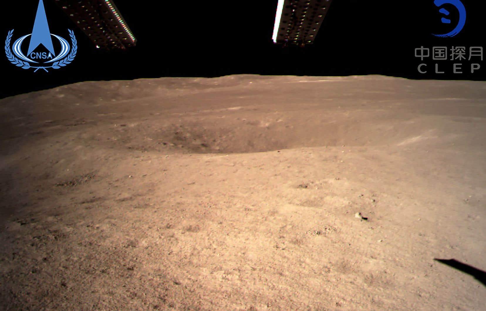 L'agence spatiale chinoise a publié jeudi une photo de la face cachée de la Lune prise par la sonde «Chang'e-4».