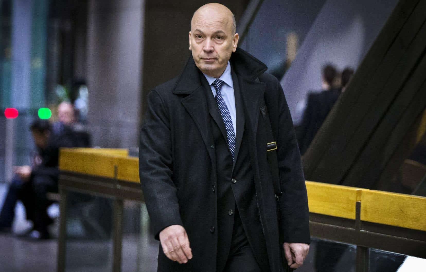 La Ville de Montréals'est adressée aux tribunaux pour réclamer 14millions de dollars de quatorze entreprises et individus, parmi lesquels Frank Zampino relativement à l'octroi du contrat des compteurs d'eau.