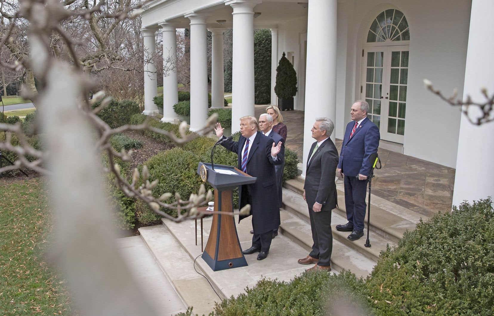 Le président des États-Unis s'est adressé aux médias dans la roseraie de la Maison-Blanche, vendredi.