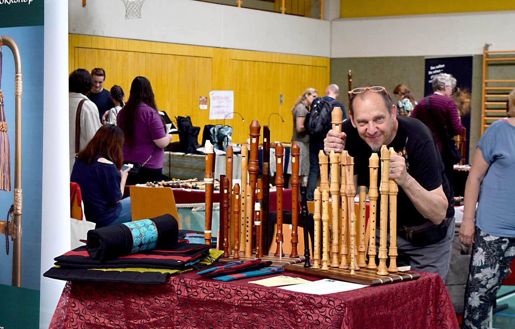 Jean-Luc Boudreau fabrique des flûtes sur mesure pour les spécialistes du répertoire ancien; certaines peuvent prendre jusqu'à un an de travail.