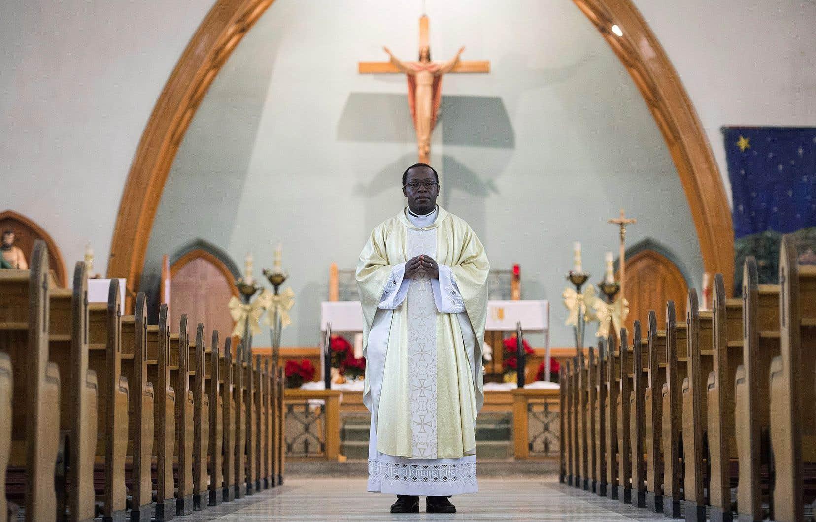 Le pèreGauthier Elleme dans l'église Saint-Paul de Saint-Jérôme.