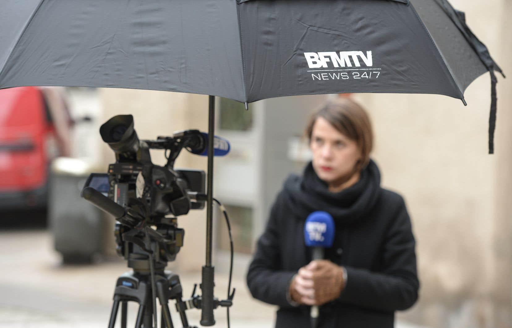 Samedi, une équipe de journalistes de la chaîne et leurs gardes du corps ont essuyé des coups lors d'une manifestation de gilets jaunes à Rouen.