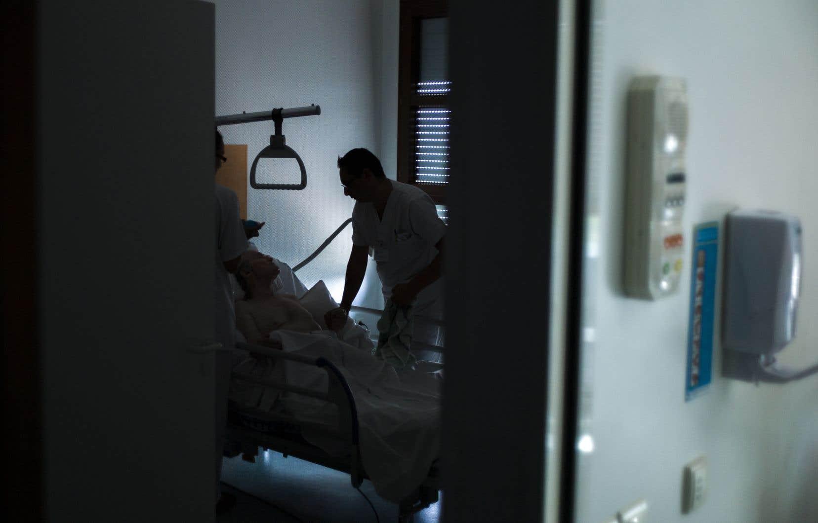 Selon les données compilées par «Le Devoir», il semble que l'accès à la SPC, un soin palliatif destiné à plonger dans l'inconscient un patient en phase terminale, varie grandement d'une région à l'autre du Québec.