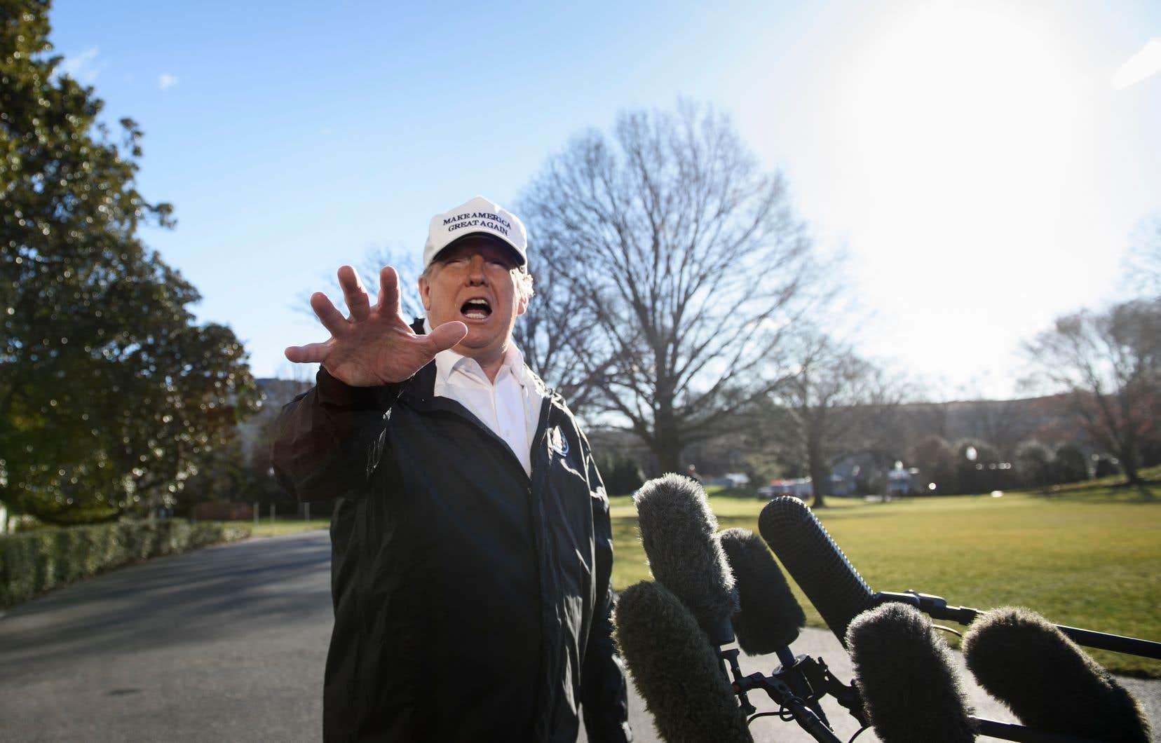 «Si vous n'avez pas une barrière un acier ou un mur, fort, puissant, alors il y a aura du trafic d'êtres humains et la drogue se déversera dans notre pays», a plaidé Donad Trump juste avant de quitter la Maison-Blanche.