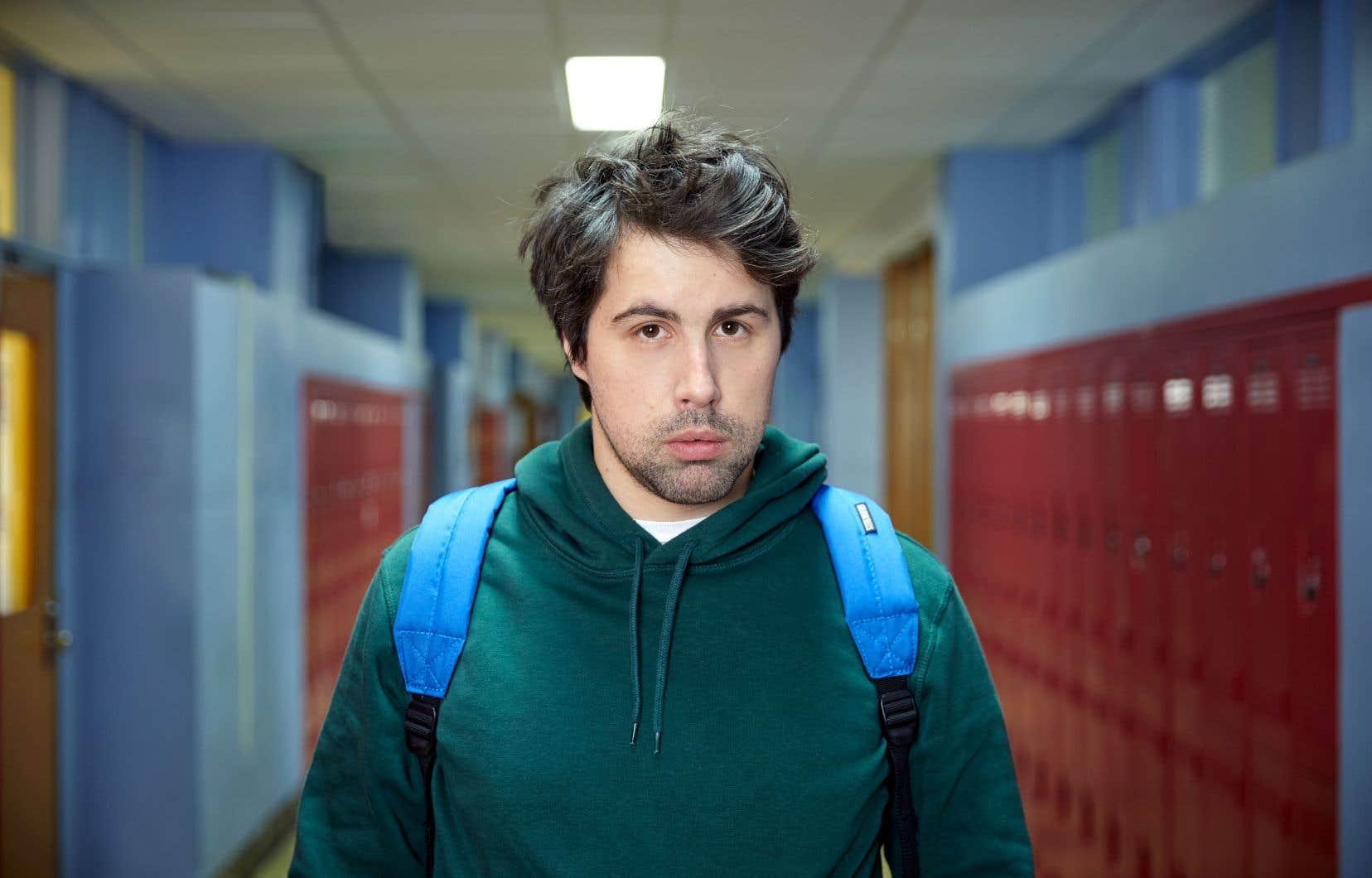 «Téodore pas de h» est une incursion dans la tête d'un trentenaire souffrant d'un TDAH (Philippe-Audrey Larue-St-Jacques) qui décide de retourner à l'école pour finir ses études secondaires.