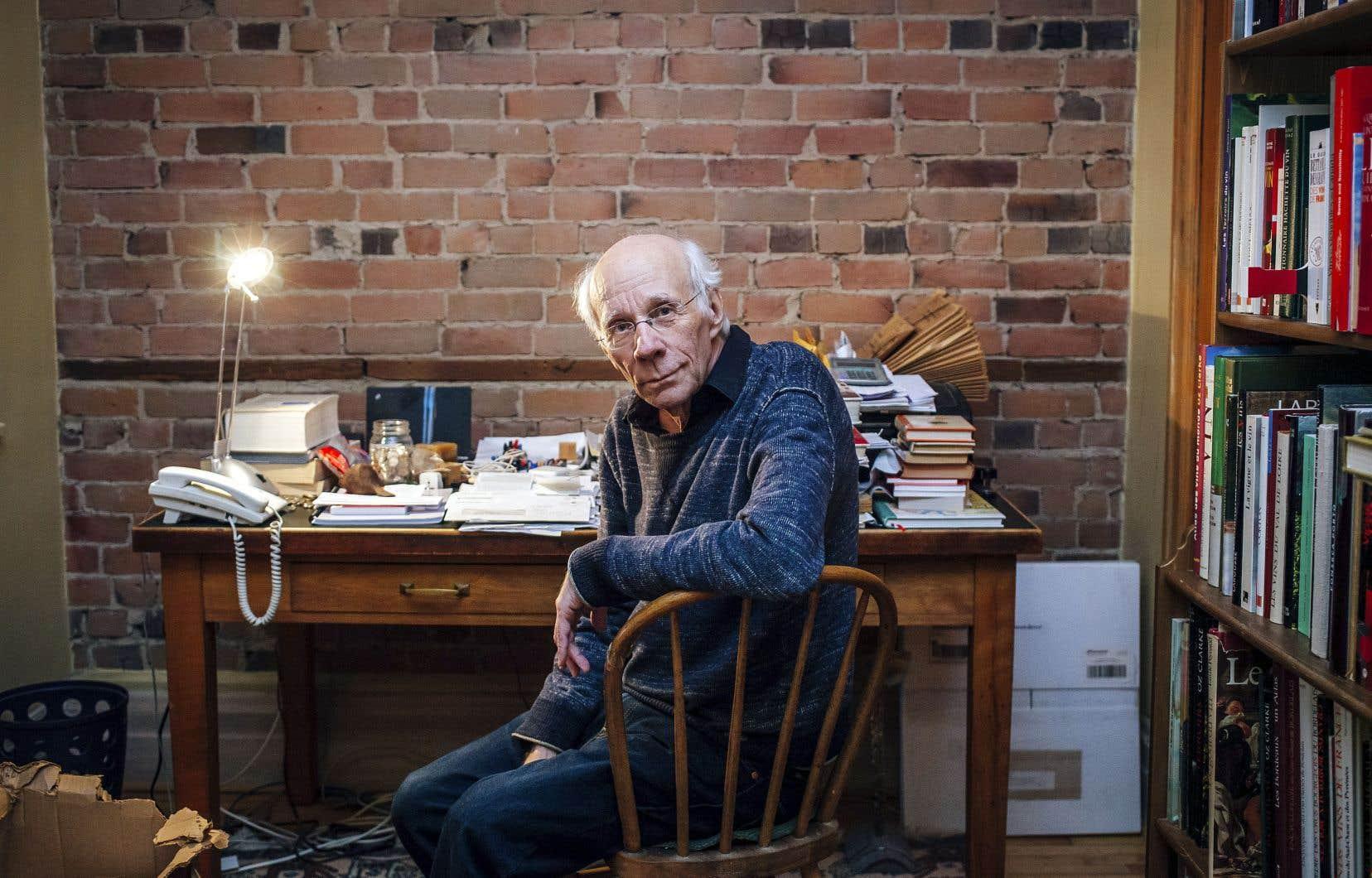 Symbole parmi d'autres d'une littérature québécoise aux prises avec de graves problèmes d'amnésie, Jacques Benoit se garde pourtant de s'abreuver au ruisseau empoisonné de l'amertume.