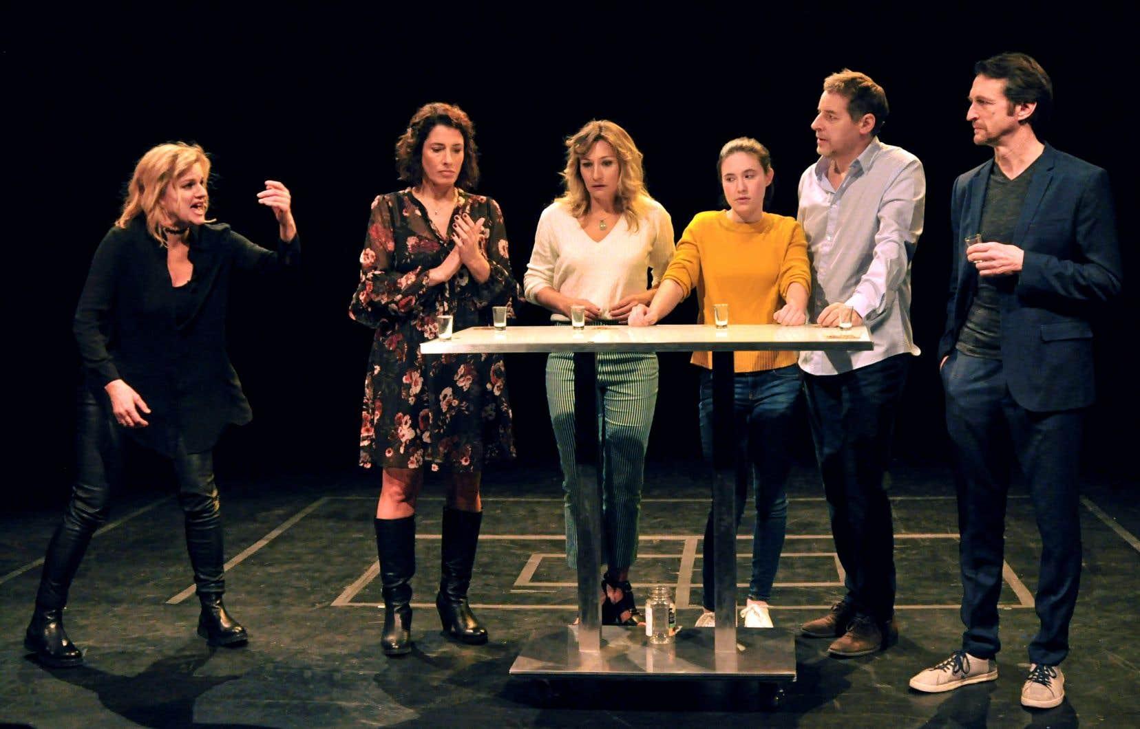 Sylvie Moreau, Marie-Hélène Thibeault, Évelyne Rompré, Camille Léonard, Gabriel Sabourin et Stéphane Crête dans «Mauvais goût»