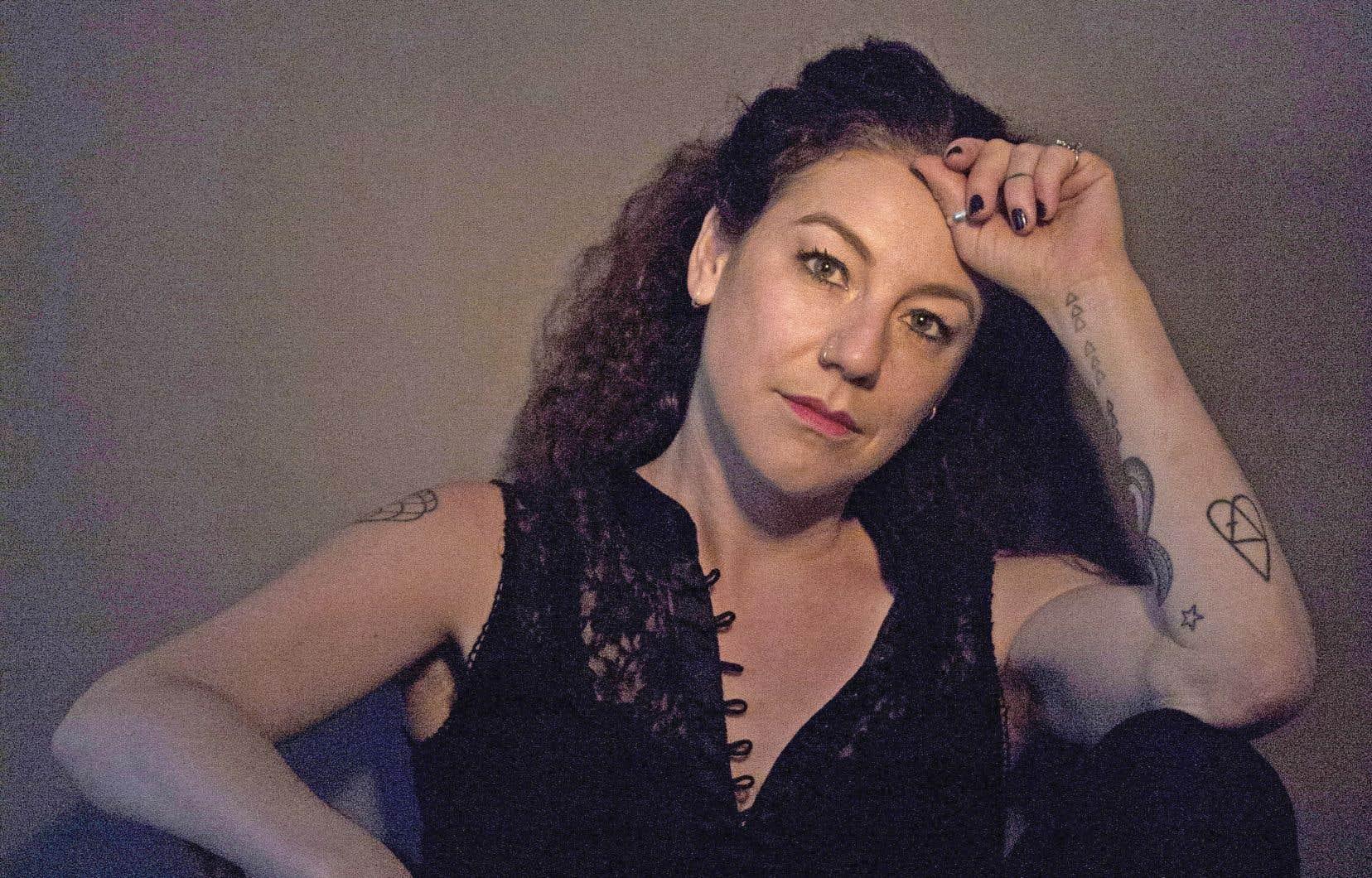 Jessica Moss a passé sa carrière à jouer au sein des formations montréalaises A Silver Mt. Zion et Black Ox Orkestar, en plus de collaborer aux projets variés de Godspeed You! Black Emperor, Sarah Davachi, Arcade Fire et Katie Moore.
