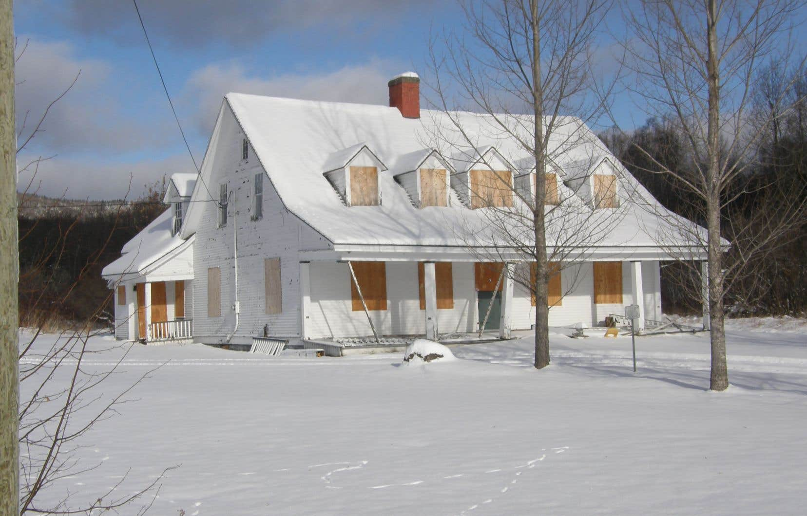 Classée en 1987 par Québec, la maison Busteed a été vandalisée à plusieurs reprises depuis qu'elle a été cédée à la communauté micmaque de Listuguj.
